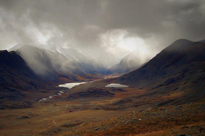 природа  алтай  горы пейзаж путешествие осень тени река долина облака тучи непогода Здесь делается погода...photo preview
