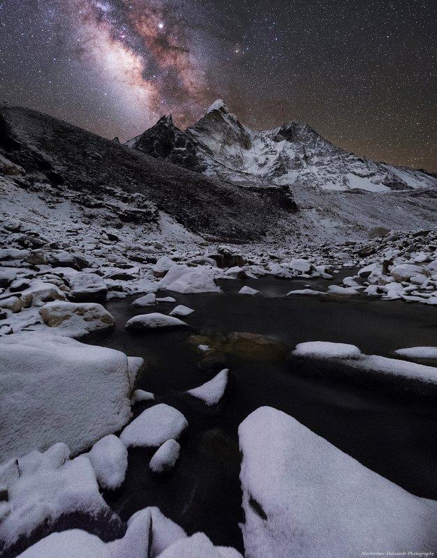 млечный путь, звезды, непал, астрофотография, горы, ама даблам, гималаи, снег, ночь Ночное небо Гималаевphoto preview