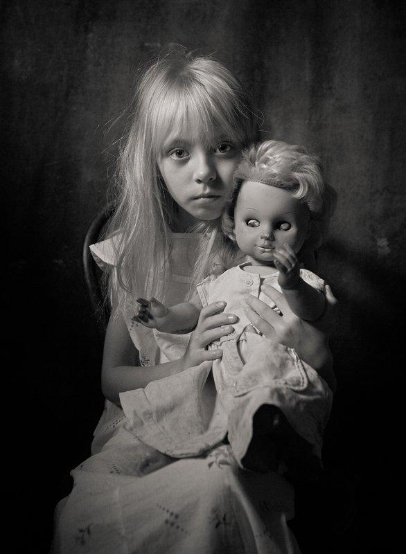 портрет, portrait, постановочное фото, ретро фотография, фотоаппарат, студийное фото,модель дети и куклы 2photo preview