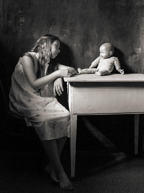портрет, черное и белое, чбпортрет, фешнпортрет, фешн, студийный портрет, Дети и куклы. Диалогphoto preview