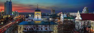 Соборная Площадь города на закате дня