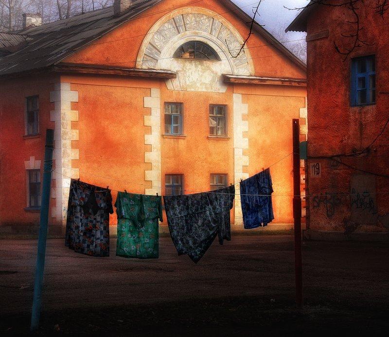 город,двор,дома,старый,уютный Дворик,которого уже нет.photo preview