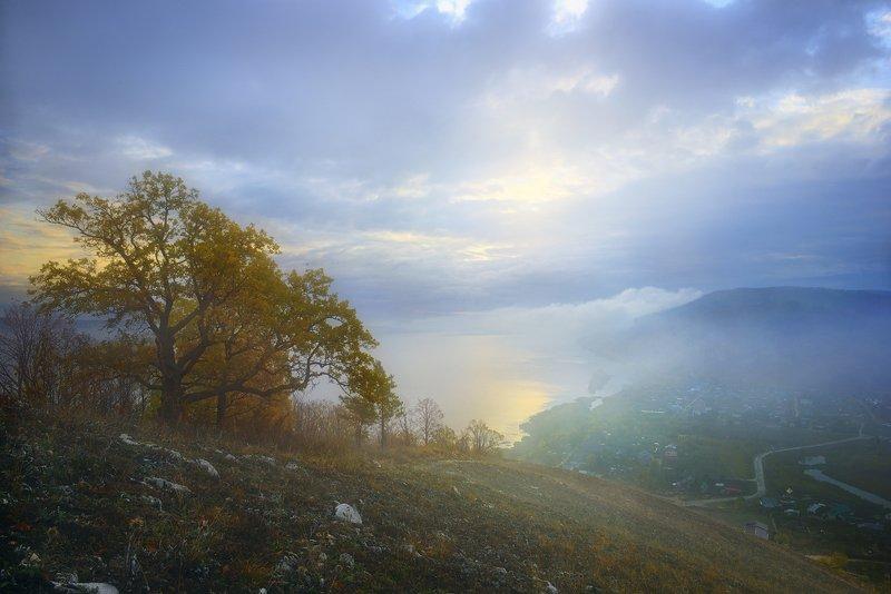 Стелился над рекой туман.photo preview