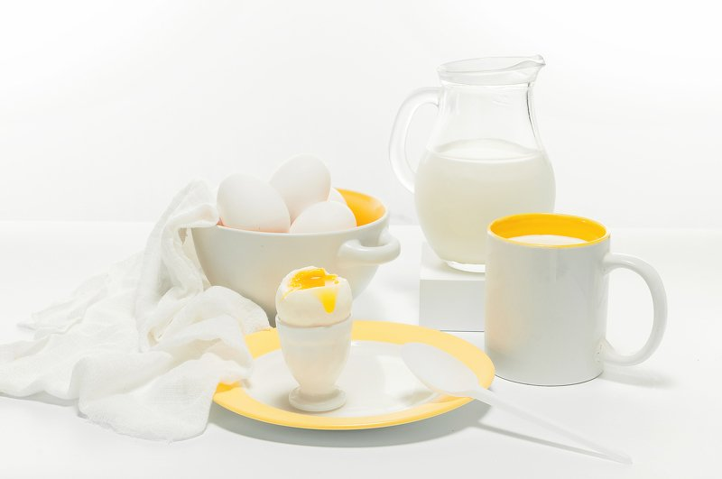 молоко, яйцо Бело-жёлтый завтракphoto preview