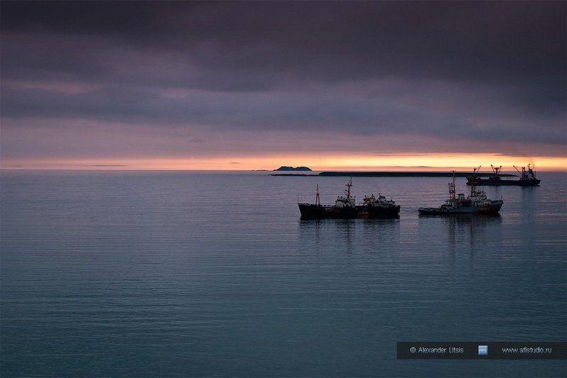 море, океан, острова, корабли, рейд, стоянка, вечер, командоры, никольское, беринга Командорский рейдphoto preview