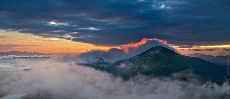 Гора Синяк на закатеphoto preview
