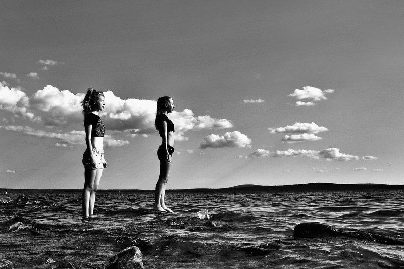 солнце, озеро, облака, чб, лето, девушки, апатиты Солнце, озеро, облакаphoto preview