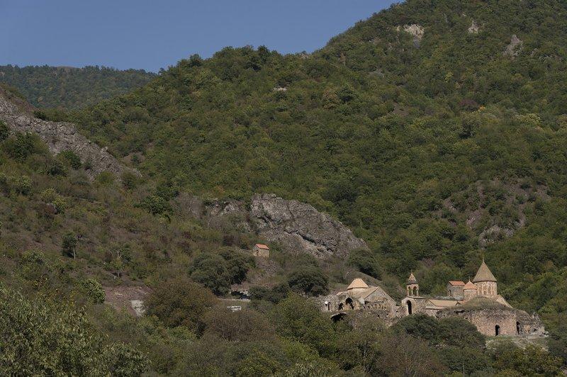 арцах, нагорный карабах, дадиванк, монастырь, горы, лес, путешествия, пейзаж, архитектура, средневековье, история, вера, религия Дадиванкphoto preview