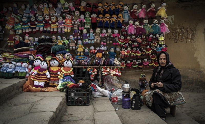 Saleswoman dollsphoto preview