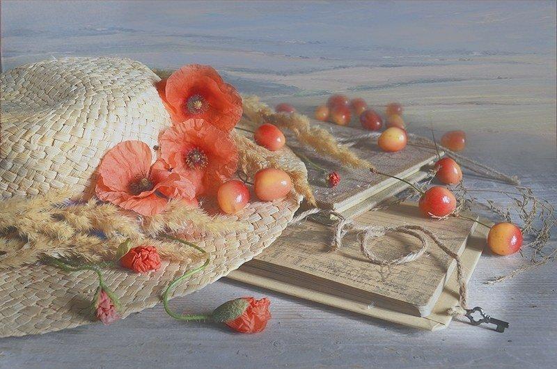 Лето соломенная шляпа Черешни натюрморт свежесть маки книги радость любовь Тёплый летний деньphoto preview