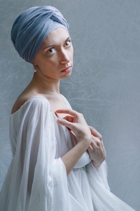 женщина, портрет, автопортрет С жемчужной сережкойphoto preview