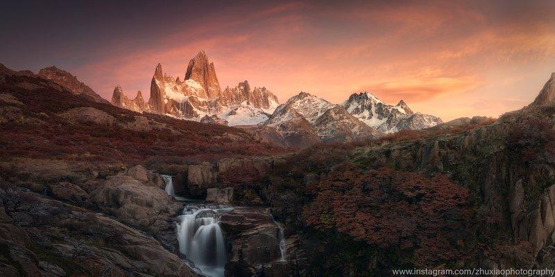Высокие горы и водопады в Патагонииphoto preview