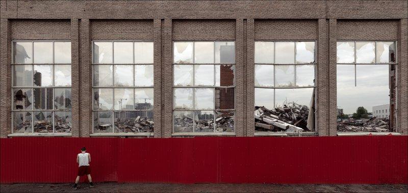 Автопортрет в красных шортахphoto preview