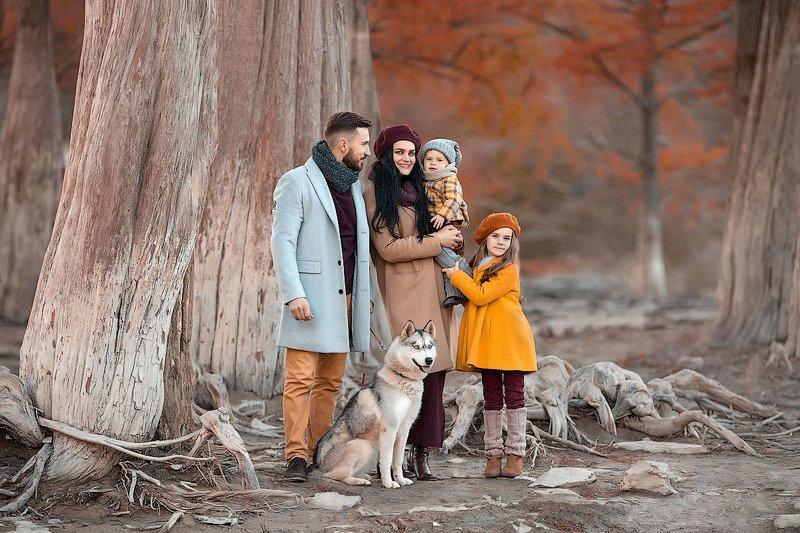 фотограф, зеркальный фотоаппарат canon mark iii, фотопрогулка, осень, закат, кипарисы, семейная фотосессия, семейный фотограф, мама и папа, красота, любовь, счастье, радость, дети на фото, семейная фотография, озеро, восторг Осень в Суккоphoto preview