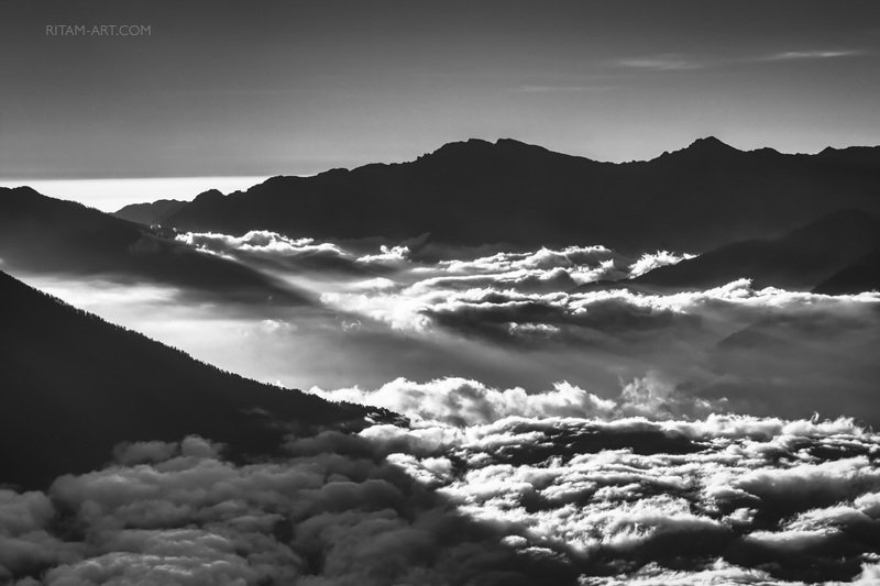 горы, гималаи, облака, поэзия, стихи, ритам, мельгунов, чб, mountain, mountains, himalayas, himalayan, clouds, blackandwhite, poetry, poet, poem, ritam, melgunov, Гималаи: Облачная симфония / The Himalayas: The Cloudy Symphonyphoto preview