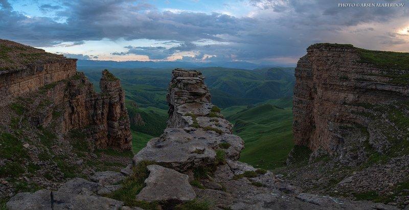 гора, закат, небо, плато, облака, утро, тучи, непогода, солнечный свет, вечер, бермамыт, скала БЕРМАМЫТСКИЙ АМФИТЕАТРphoto preview