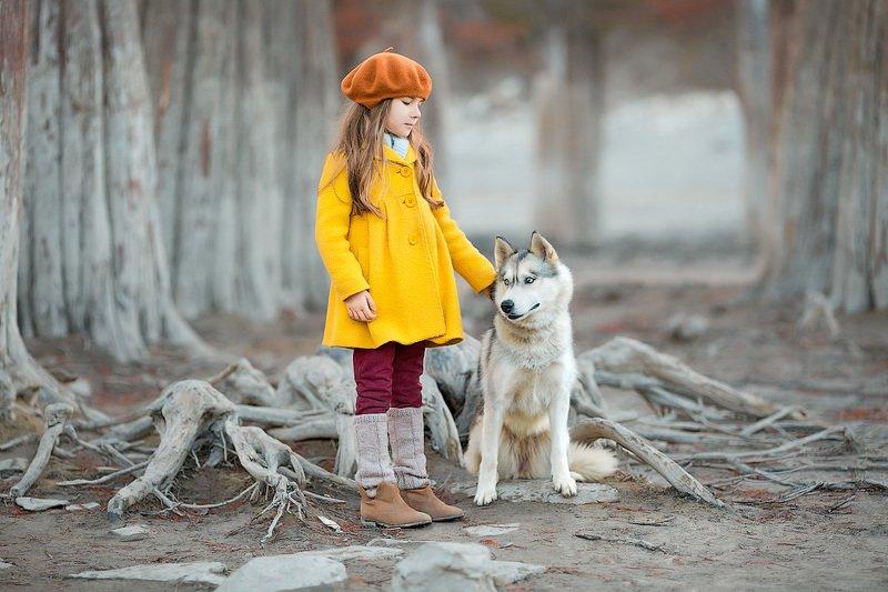 фотограф, зеркальный фотоаппарат canon mark iii, фотопрогулка, девочка, собака, осень, красота, дружба, детский фотограф, счастье, радость, дети на фото, детская фотография, любовь, восторг Лика и Бонниphoto preview