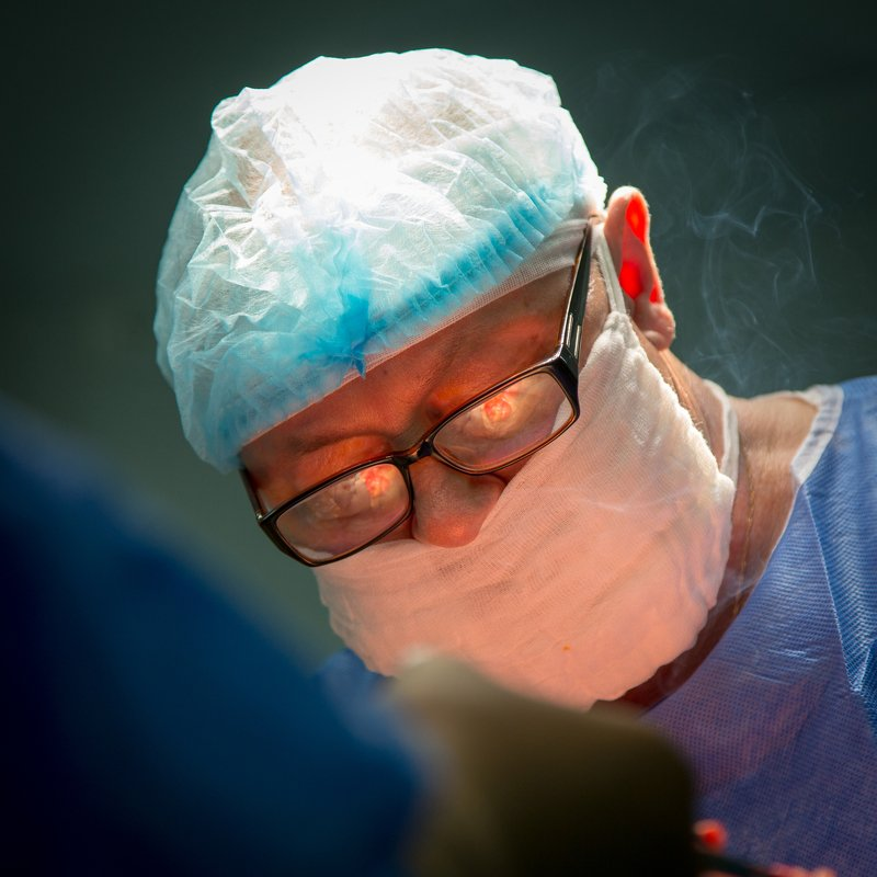 хирург, лазер, операция операцияphoto preview