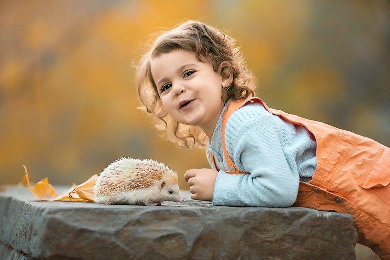 фотограф, зеркальный фотоаппарат canon mark iii, фотопрогулка, девочка, осень, закат, ребенок, детская фотосессия, детский фотограф, малышка, счастье, радость, улыбка, дети на фото, семейная фотография, любовь, ежик, восторг *****photo preview