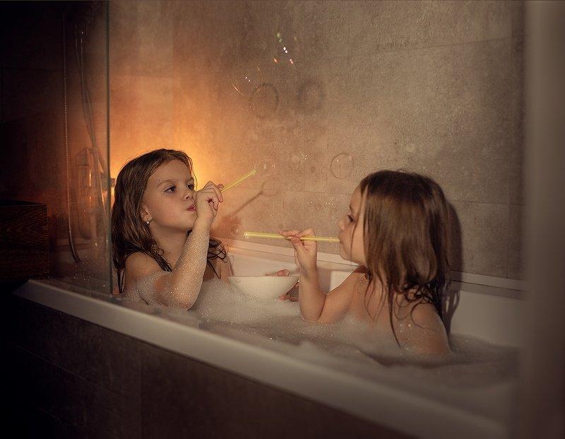 Сестрички в ваннойphoto preview