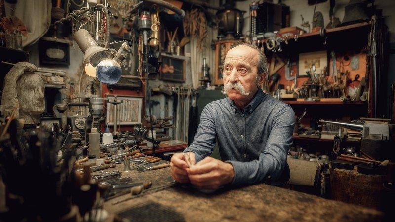 мужчина, портрет, взгляд, усы, мастер, профессионал, дело, художник Мастерphoto preview