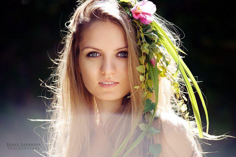 девушка, цветы, пленер, солнце, контровой свет, лес нимфаphoto preview