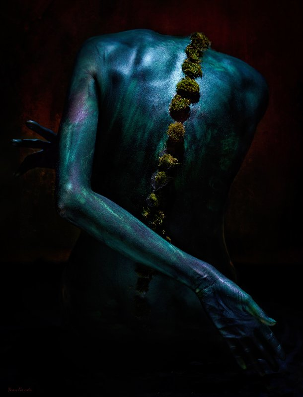 спина, мох, симбиоз, руки, позвоночник, страх, тело, ню Symbiosis IIphoto preview