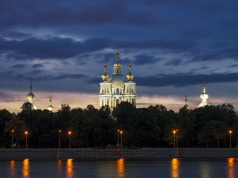 смольный собор в санкт-петербурге на закатеphoto preview