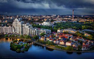 Старый и новый город в последних лучах заката