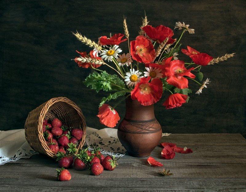 натюрморт, маки, ромашки, колосья, ягоды, клубника, салфетка Летоphoto preview