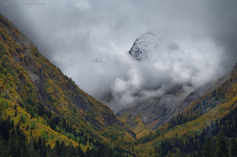гора, рассвет, небо, плато, облака, утро, тучи, непогода, домбай, аманауз, ущелье УЩЕЛЬЕ АМАНАУЗphoto preview