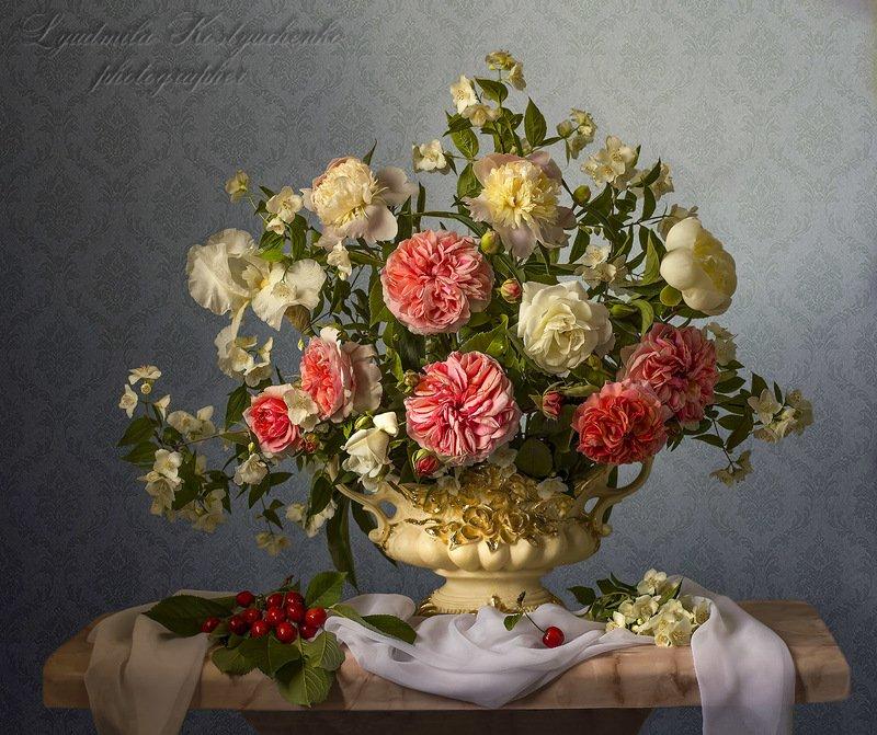 натюрморт с пионами.розами.жасмином.ирисами,лето.весна,букет,цветы,художественное фото,искусство. photo preview