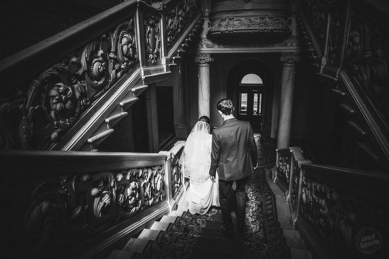дворец, свадьба, жених, невеста, лестница Мавр сделал своё дело, мавр провожает вас...photo preview