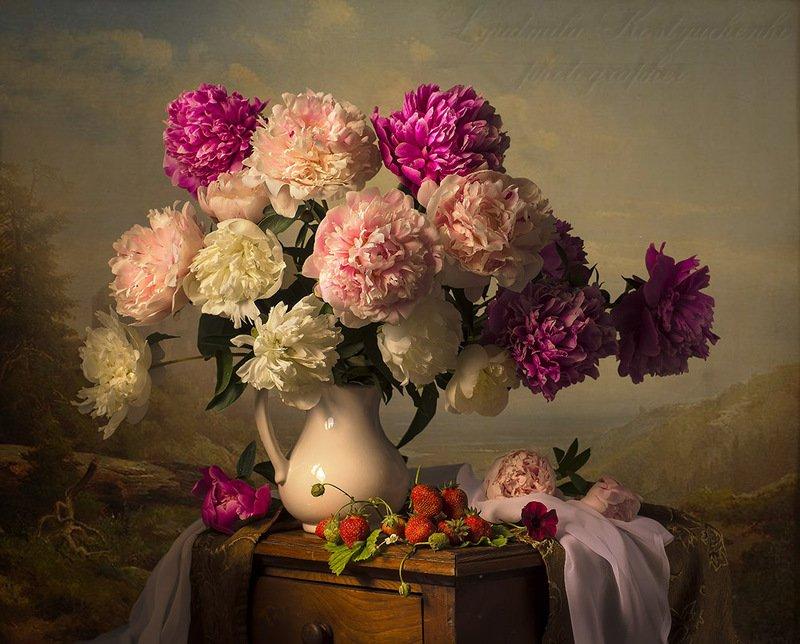 натюрморт с садовыми цветами,пионы,лето,букет,цветы,художественное фото,искусство. photo preview