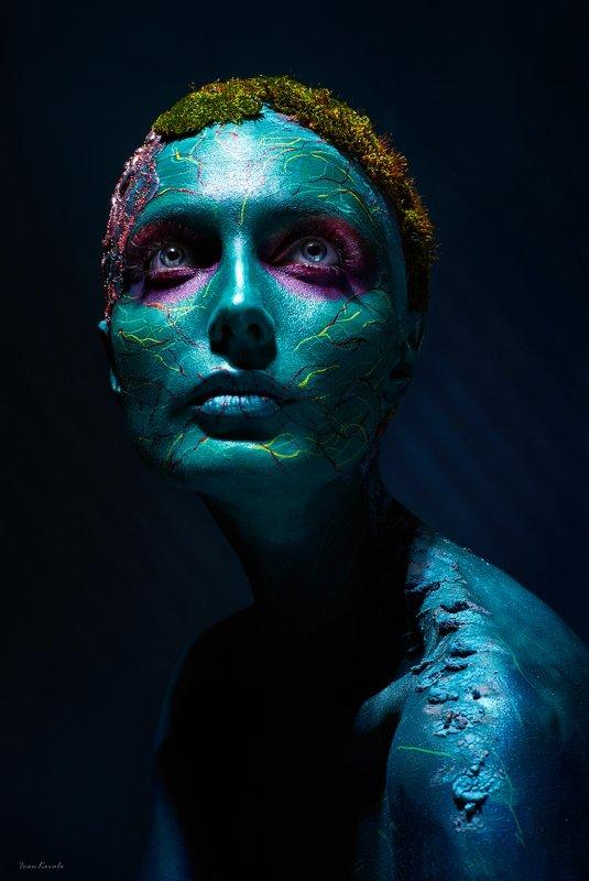 портрет, лицо, девушка, мох, симбиоз, влияние, свойства, жизнь, взаимность, обмен, связь Symbiosisphoto preview