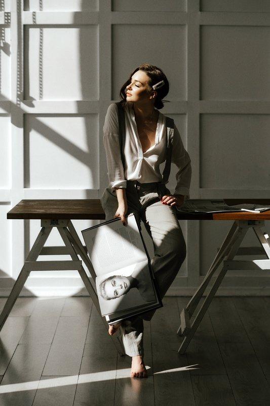 девушка, солнце, журнал, Светphoto preview