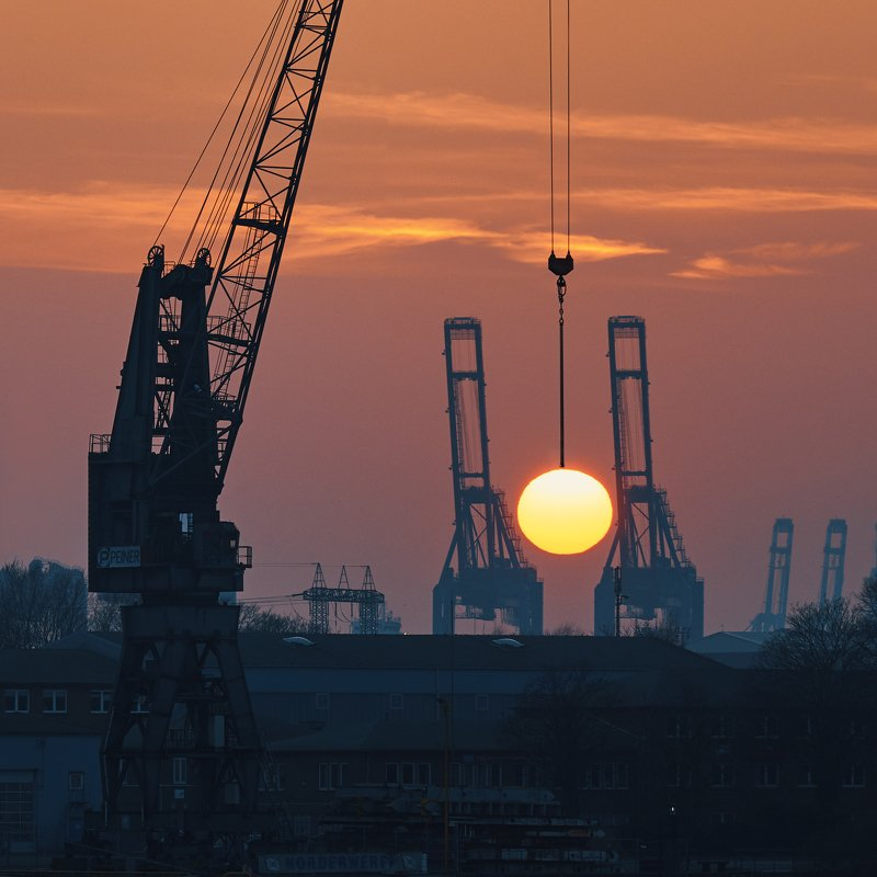 sunset, krane, harbour, hamburg, red, sun, germany catching the sunphoto preview