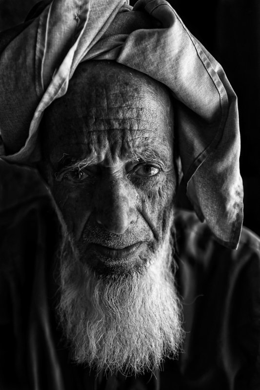 black and white,Old man Tears on the cheekphoto preview