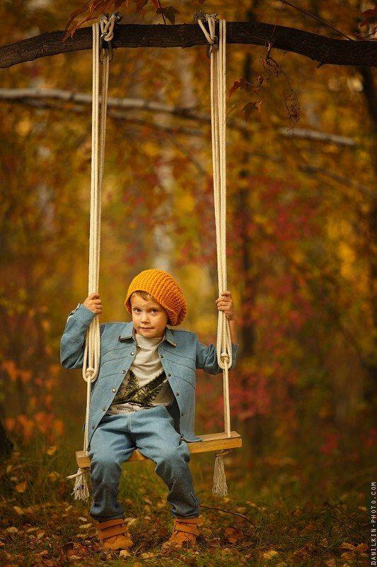 ребенок, дитя, осень, закат, лес, листва, собака, колесо, качеля, Ребенокphoto preview
