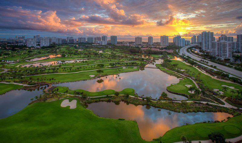 Про маленький гольф клуб и его окрестностиphoto preview