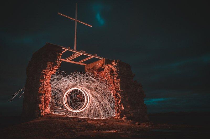 ночь, развалины, искры, пейзаж Portalphoto preview