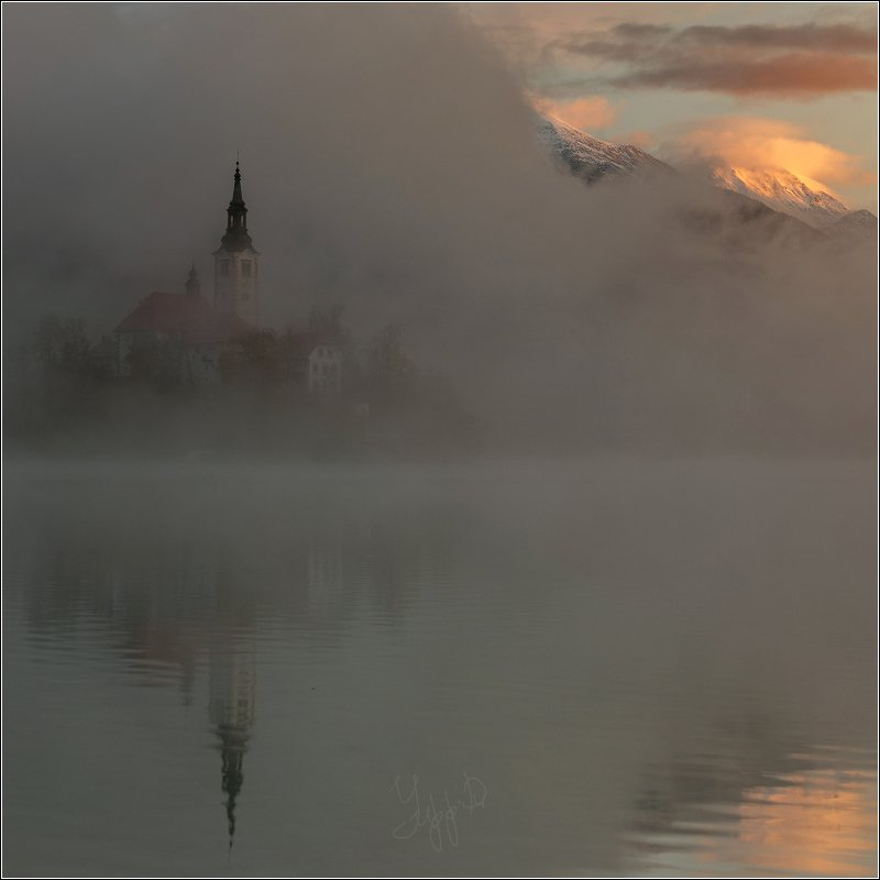 bled Рассвет на озере Бледphoto preview