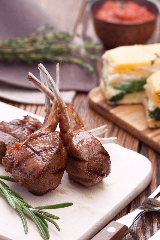 Rack of lamb with potatoes \