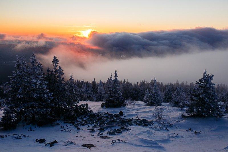 природа, урал, уреньга, зима, рассвет, снег, солнце, утро, горы Огненный рассветphoto preview