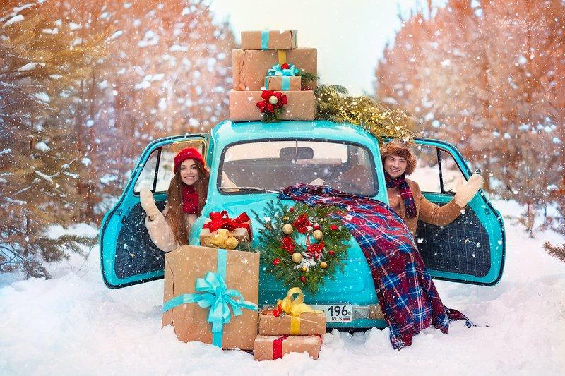 семейный фотограф, детский фотограф, новый год, семья, ретро автомобиль, лес, праздник  Со Старым Новым годом! photo preview