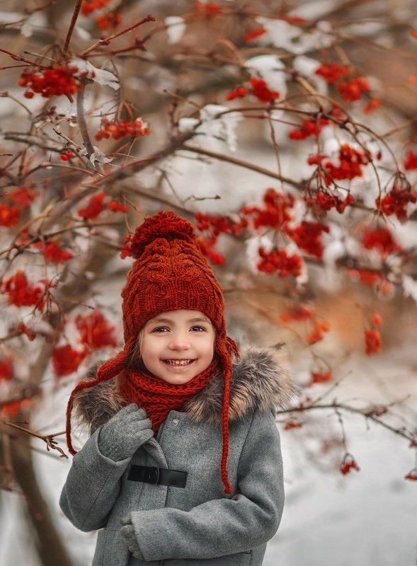дети,зима, январь.детство,девочка,счастье,детский смех,новый год,рябина ,детский портрет, photo preview