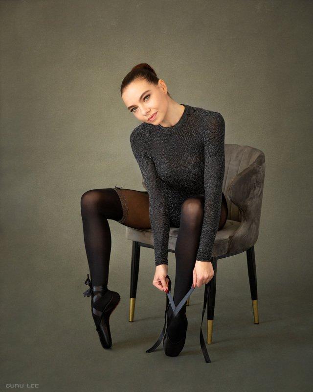 девушка, балерина, пуанты, стул, портрет, естественый свет Christinaphoto preview