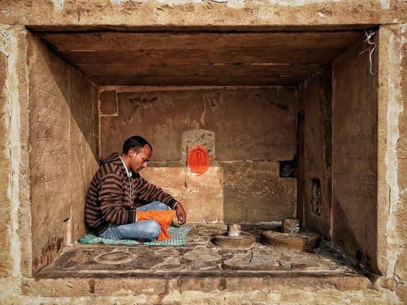 Varanasi , religious, kashi ,banaras , people ,street ,riverbank  Chantingphoto preview