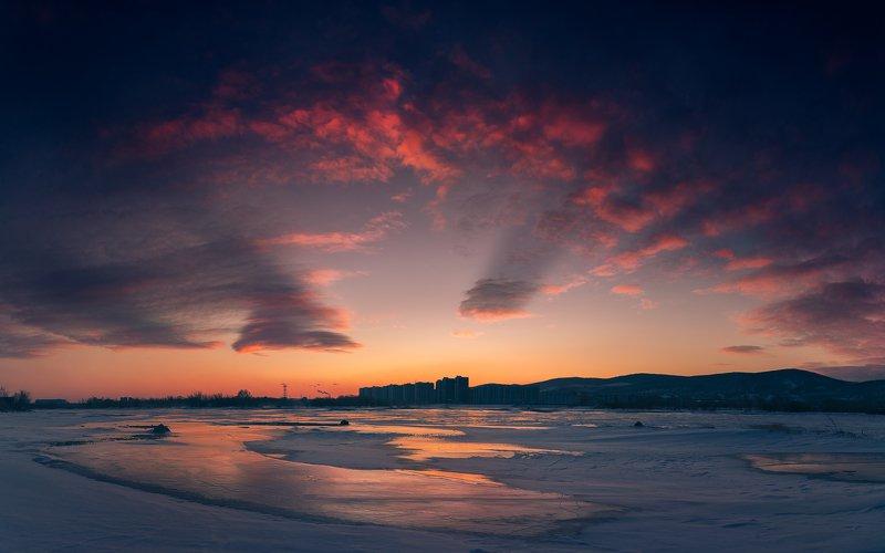 пейзаж, природа, рассвет, восход, зоря, облака, небо, дуга, багровые, красные, лед, снег, холод, мороз, енисей, красноярск, сибирь, путешествие, утро, зима, панорама, город, река Ветреное, ледяное, багровое, но все же доброе утроphoto preview