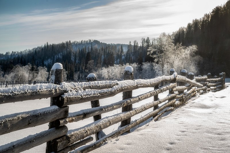 пейзаж,зима,снег,мороз,изгородь,иней,горы Морозный день.photo preview
